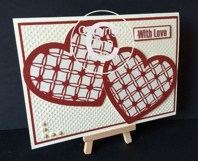 Entwined Hearts trellis single heart shape.