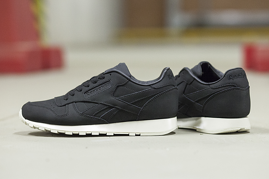 Reebok Classic Leather Lux 5717