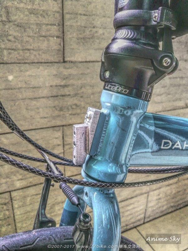 Fixer un sac frontal Brompton sur un vélo pliable d'une autre marque 820602102