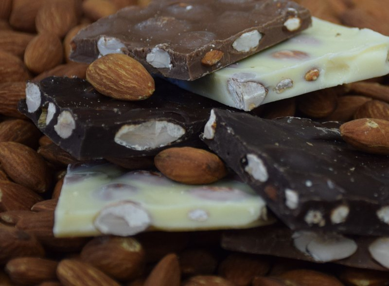 Sugar-Free Almond Nut Bark