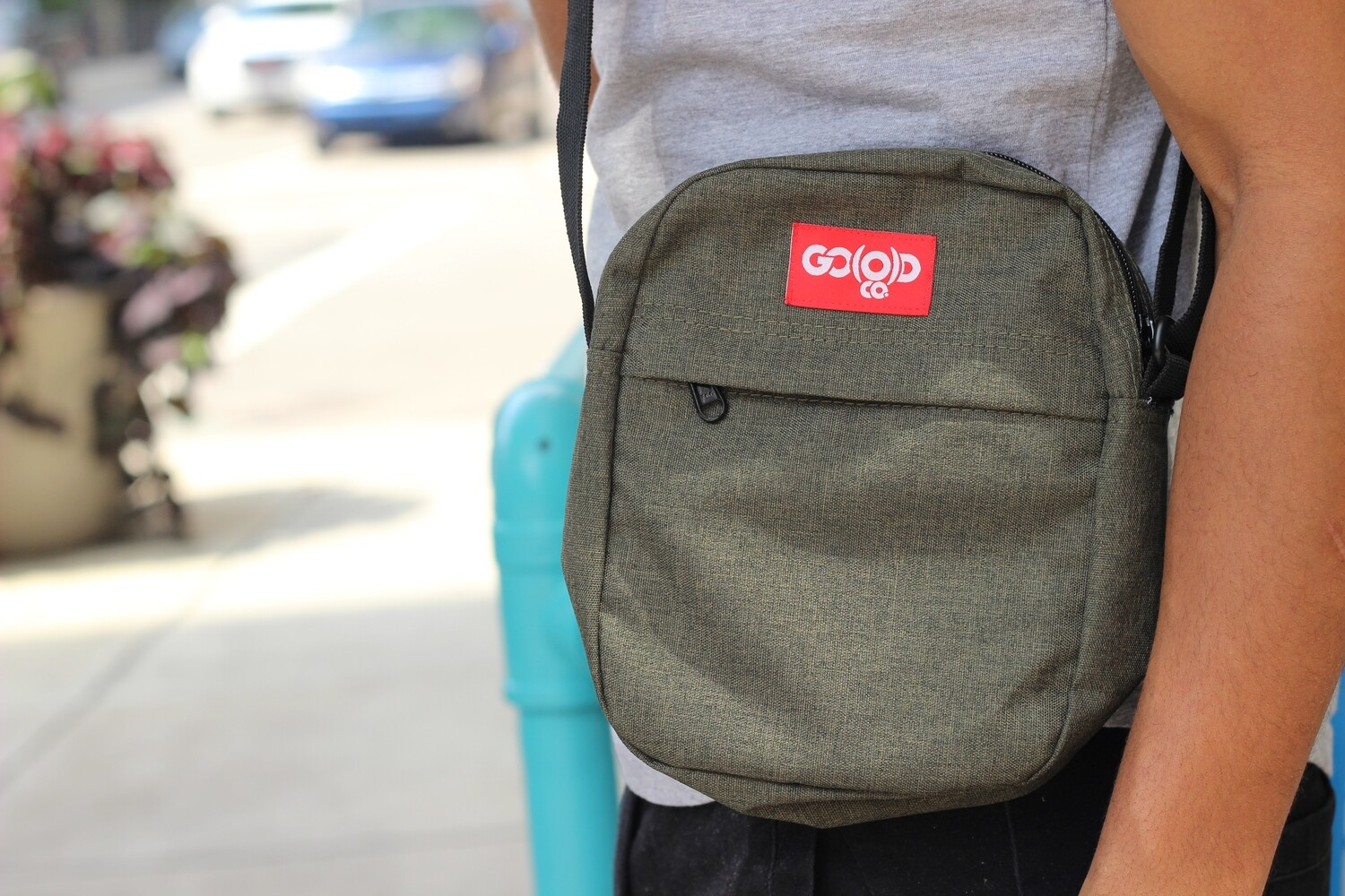 Unisex GO(O)D Contrast Flight Bag-olive