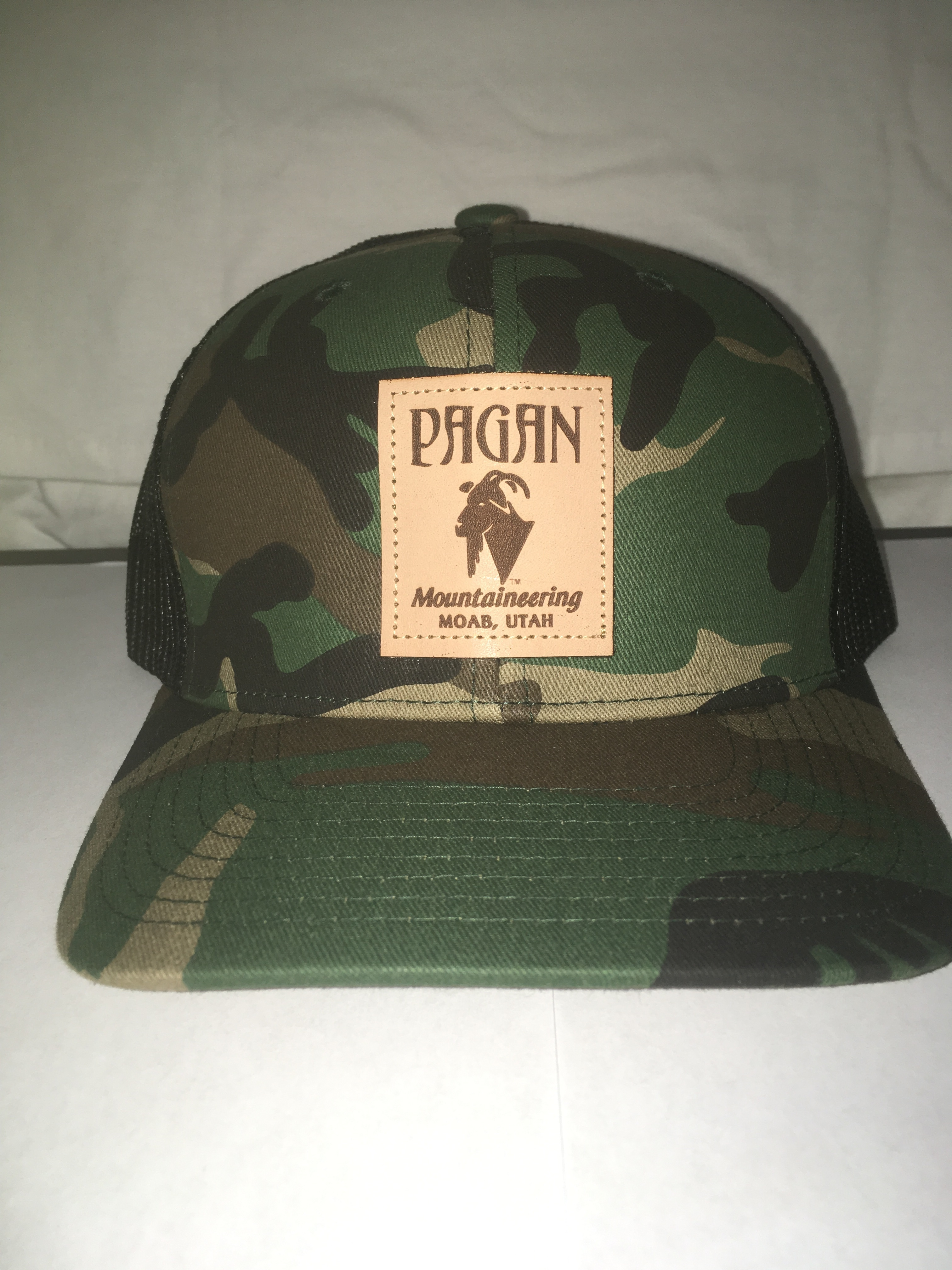 CLASSIC LEATHER PATCH TRUCKER HAT PAG 4010
