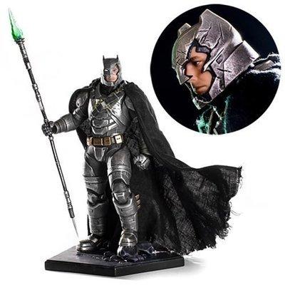 Batman v Superman: Dawn of Justice Battle-Damaged Armored Batman 1:10 Scale Statue