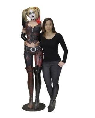 PRE-ORDER Batman : Arkham City - Foam Replica - Life Size Harley Quinn