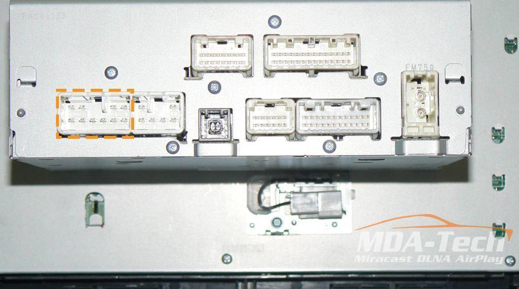 Пример разъема на магнитоле Toyota Camry