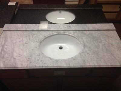 Cararra White Granite 37