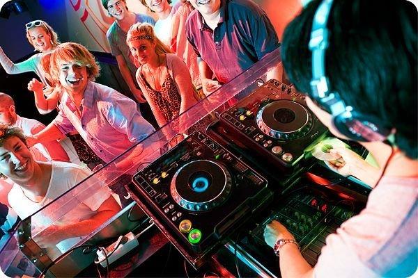 DJ (ДИДЖЕЙ) НА ВАШ ПРАЗДНИК Х18А9