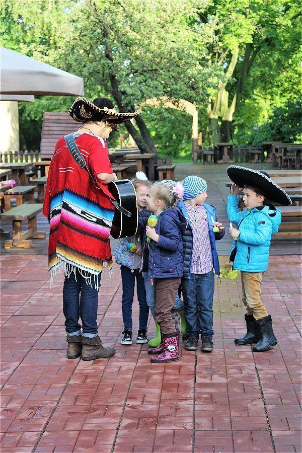 Мексиканец с детишками