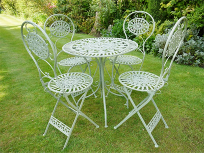 The Elliott Garden Table and 4 Chairs in Antique Green