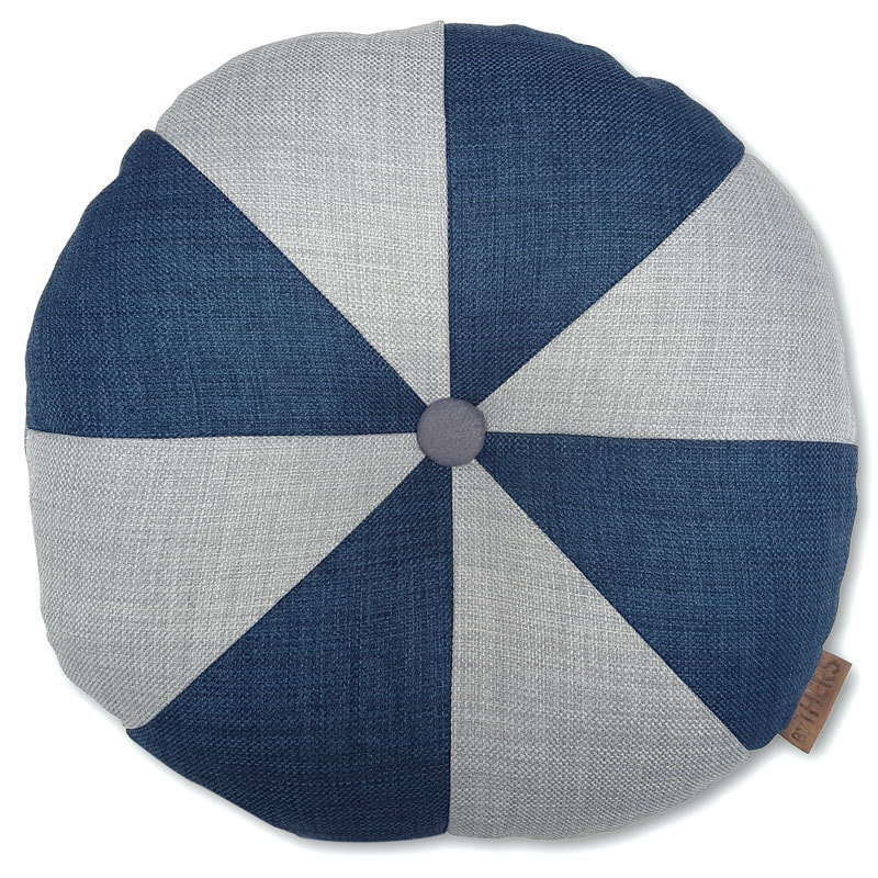 Rund pude med knap, lys grå/blå - LAGERSALG 9008