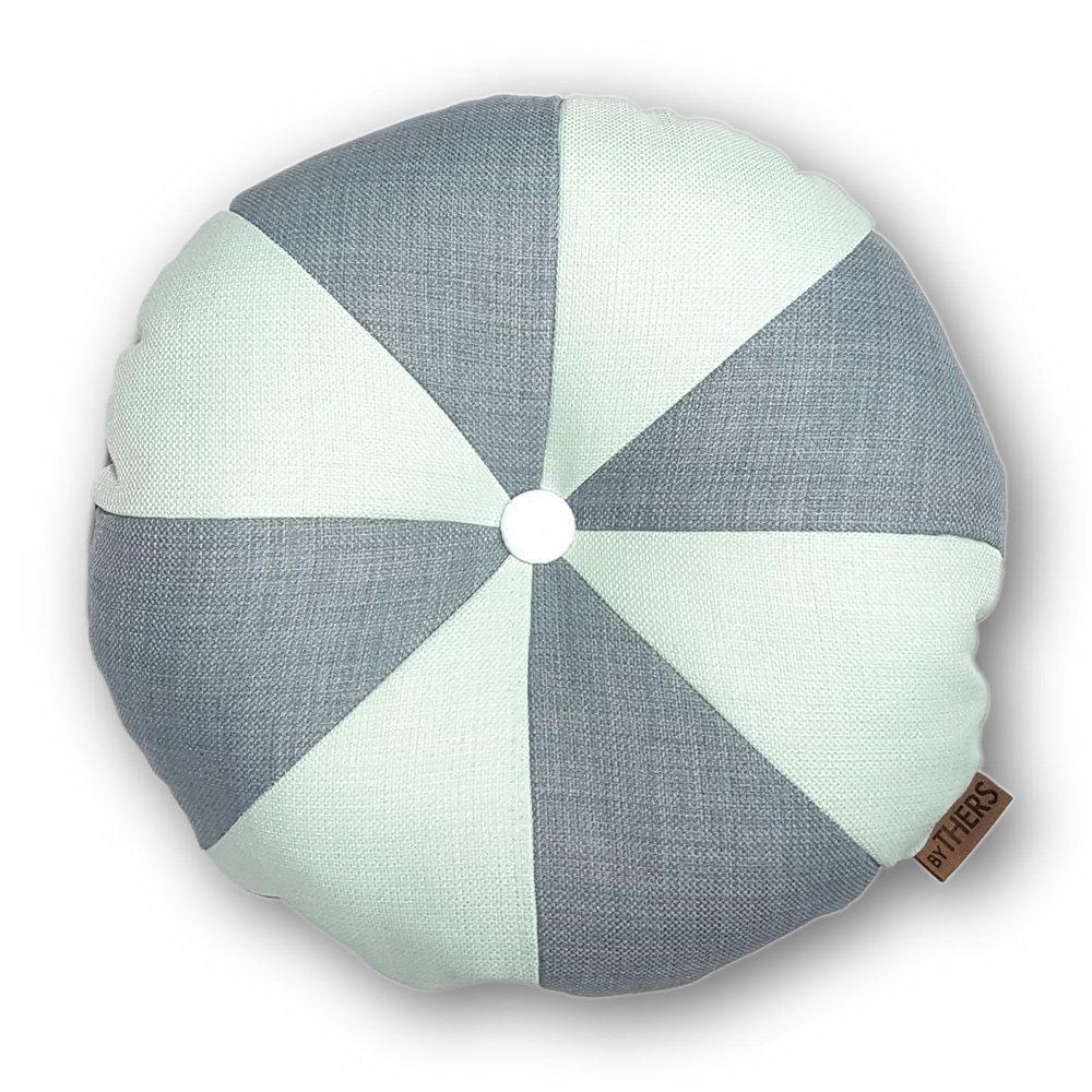 Rund pude med knap, lys grå/lys mint - LAGERSALG 9030