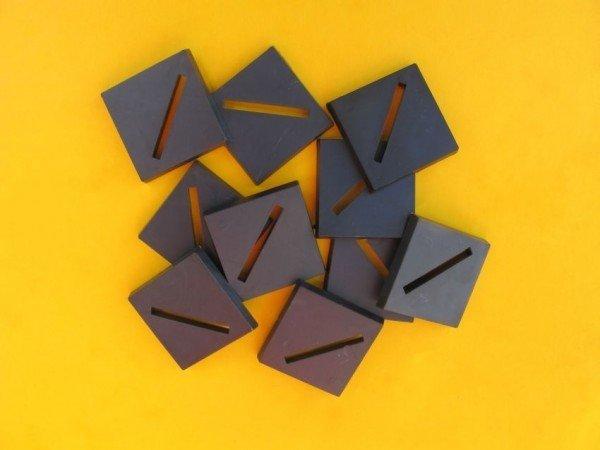 25mm x 25mm Bases diagonal geschlitzt (10) Base25x25D-05