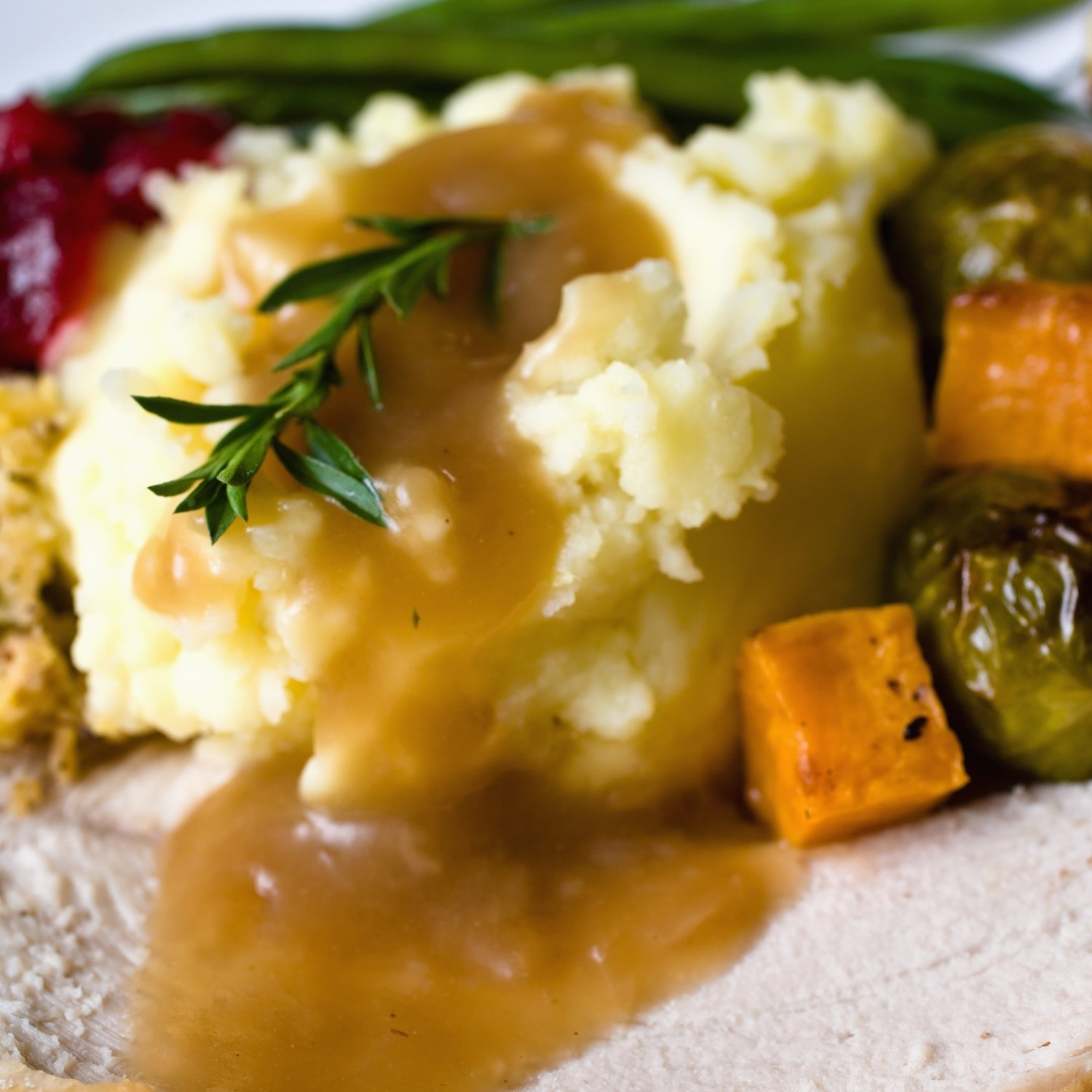 Mash Potatoes w/ Turkey Gravy ( Serves 10-12)
