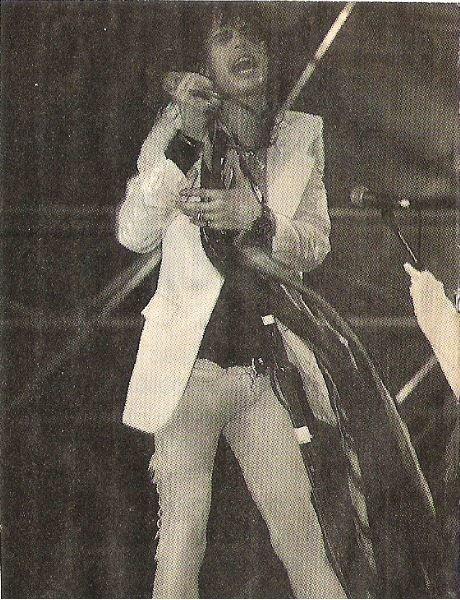 Aerosmith / Steven On Stage, Holding Mic. + Scarves, Eyes Closed | Magazine Photo (1979)