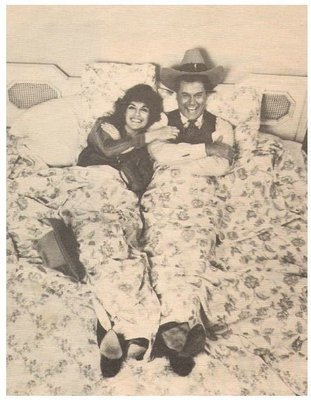 Hagman, Larry / Stars of Dallas - Lying in Bed | Magazine Photo | January 1980 | with Linda Gray