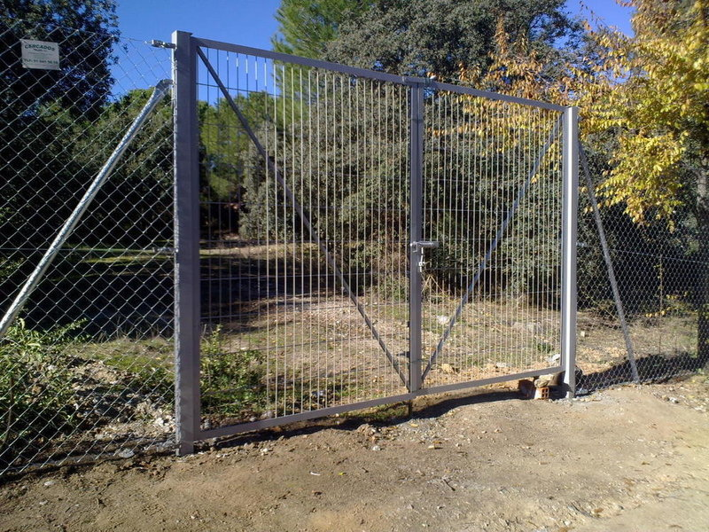 Puerta de doble hoja 4m por 1,50 de alto