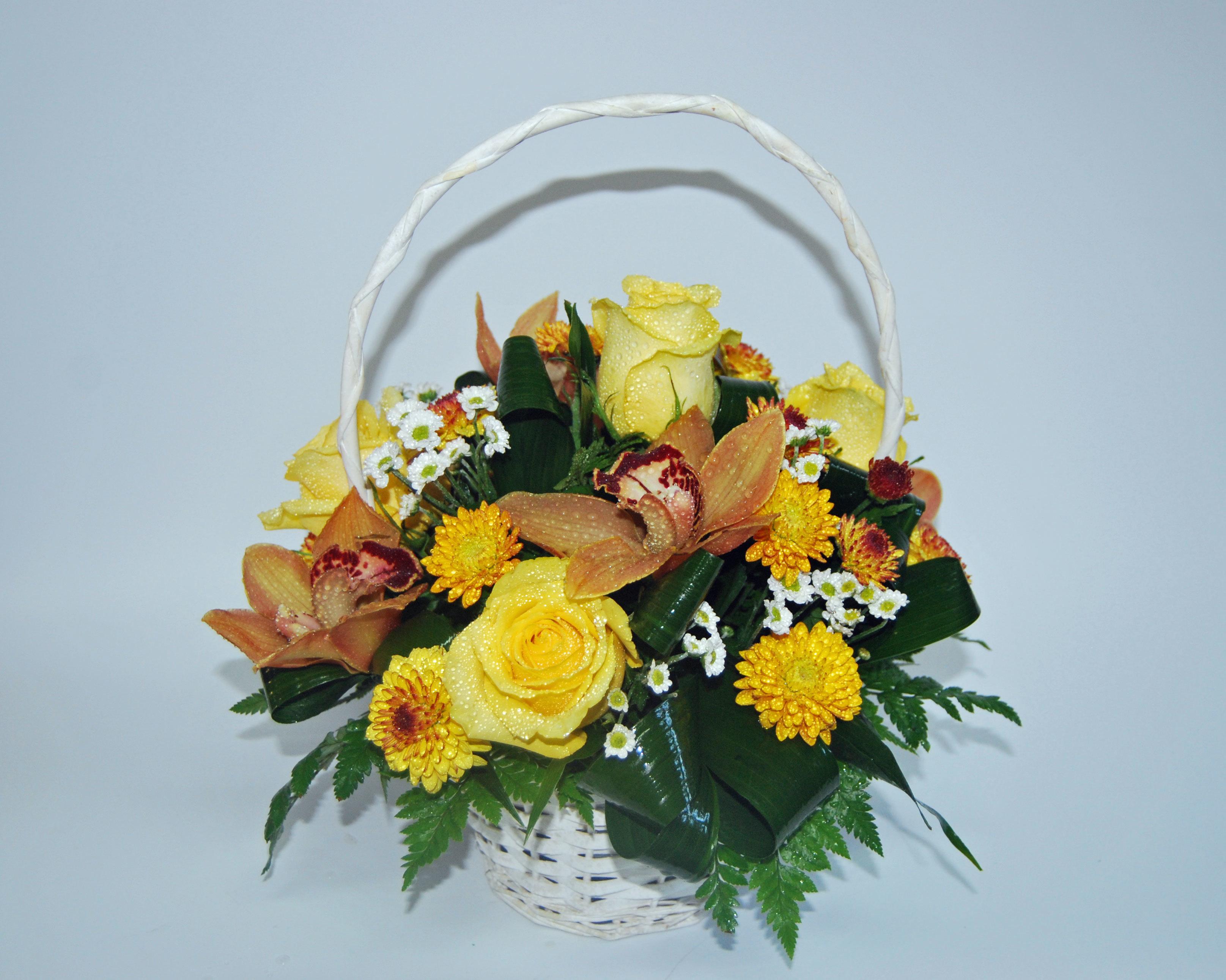 Cesto Campestre com Orquideas e Rosas 00044