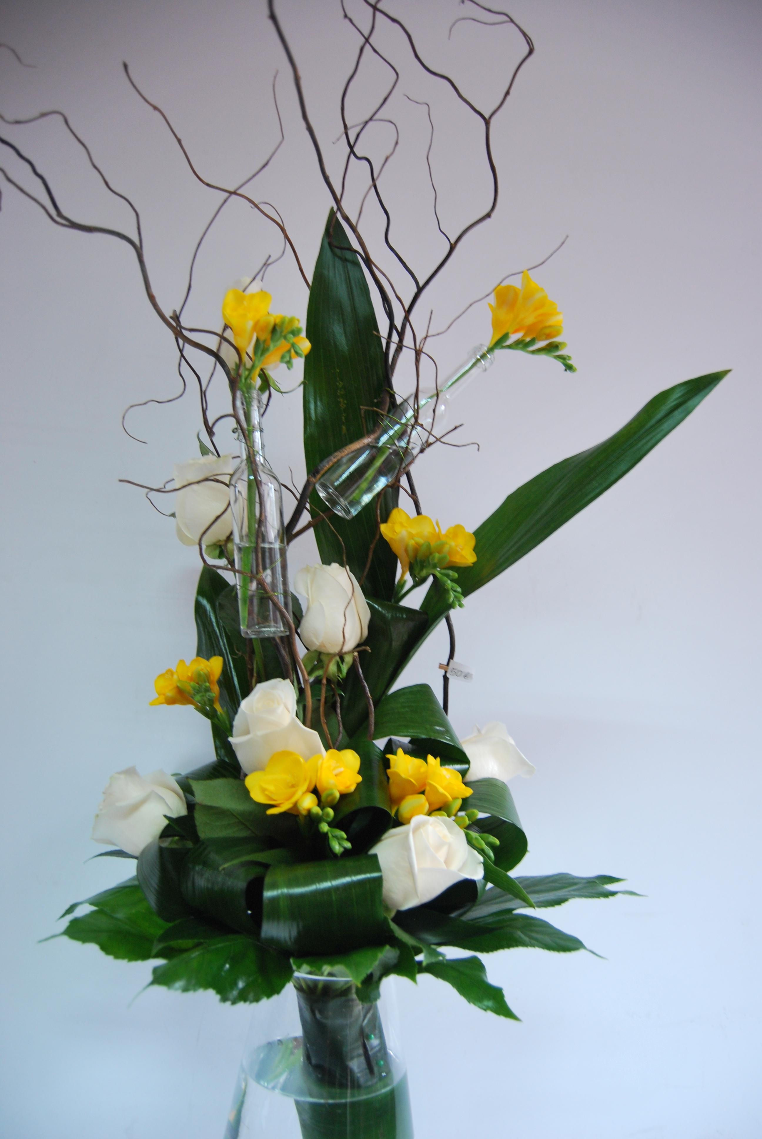 Ramo Rosas e Fresias com Garrafinhas 00138
