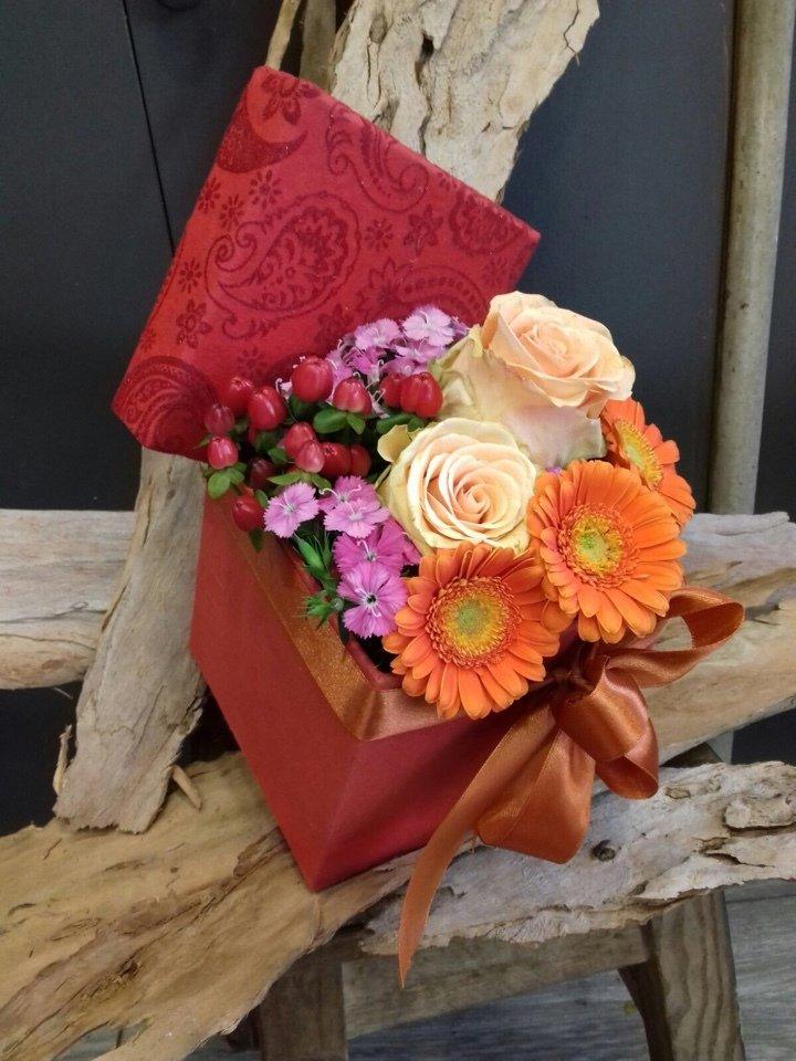 Caixa Média Rosas e Gerberas