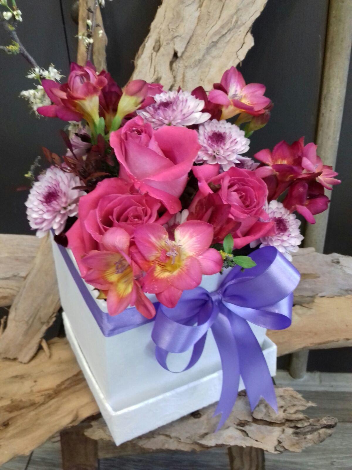 Caixa de Rosas e Frezias 00145