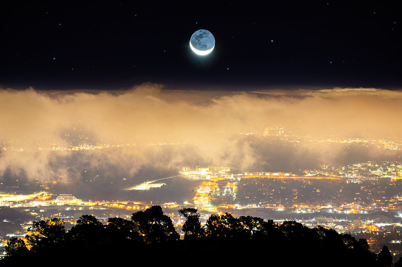 "12"" x 18"" METAL PRINT of Colorado Springs Moonrise, Colorado"