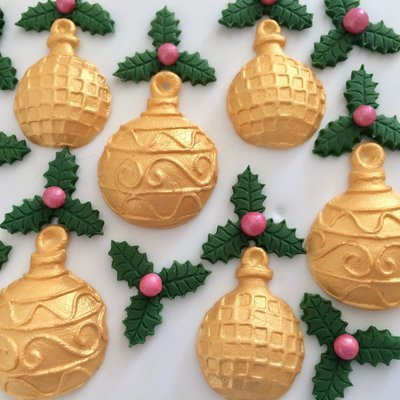 Gold Baubles & Holly