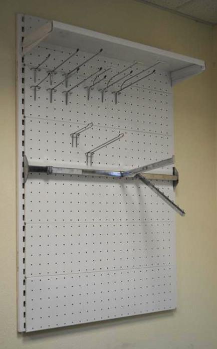 Стеллаж торговый металлический с перфорацией для крючков