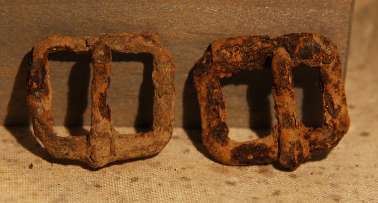 3/3 - PRICED REDUCED 25% - GETTYSBURG - DEVIL'S DEN - ROSENSTEEL FAMILY - Two Small Roller Buckles
