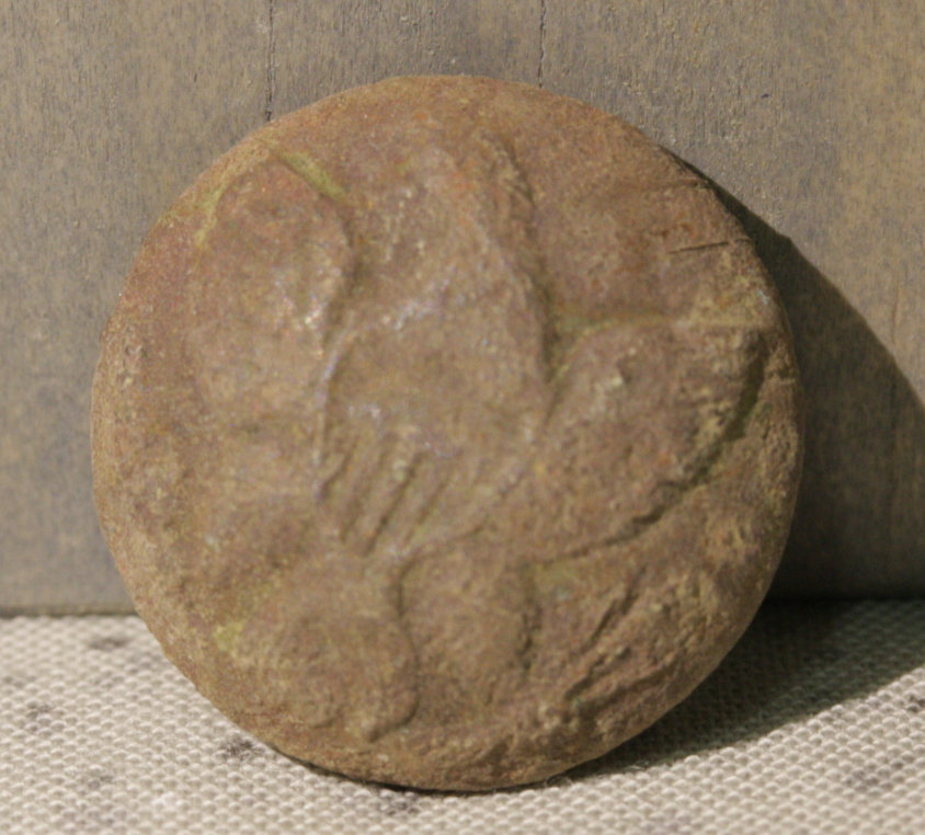 JUST ADDED ON 10/12 - GETTYSBURG - DEVIL'S DEN AREA - ROSENSTEEL FAMILY - Face of an Eagle Coat Button GRH-DDA23