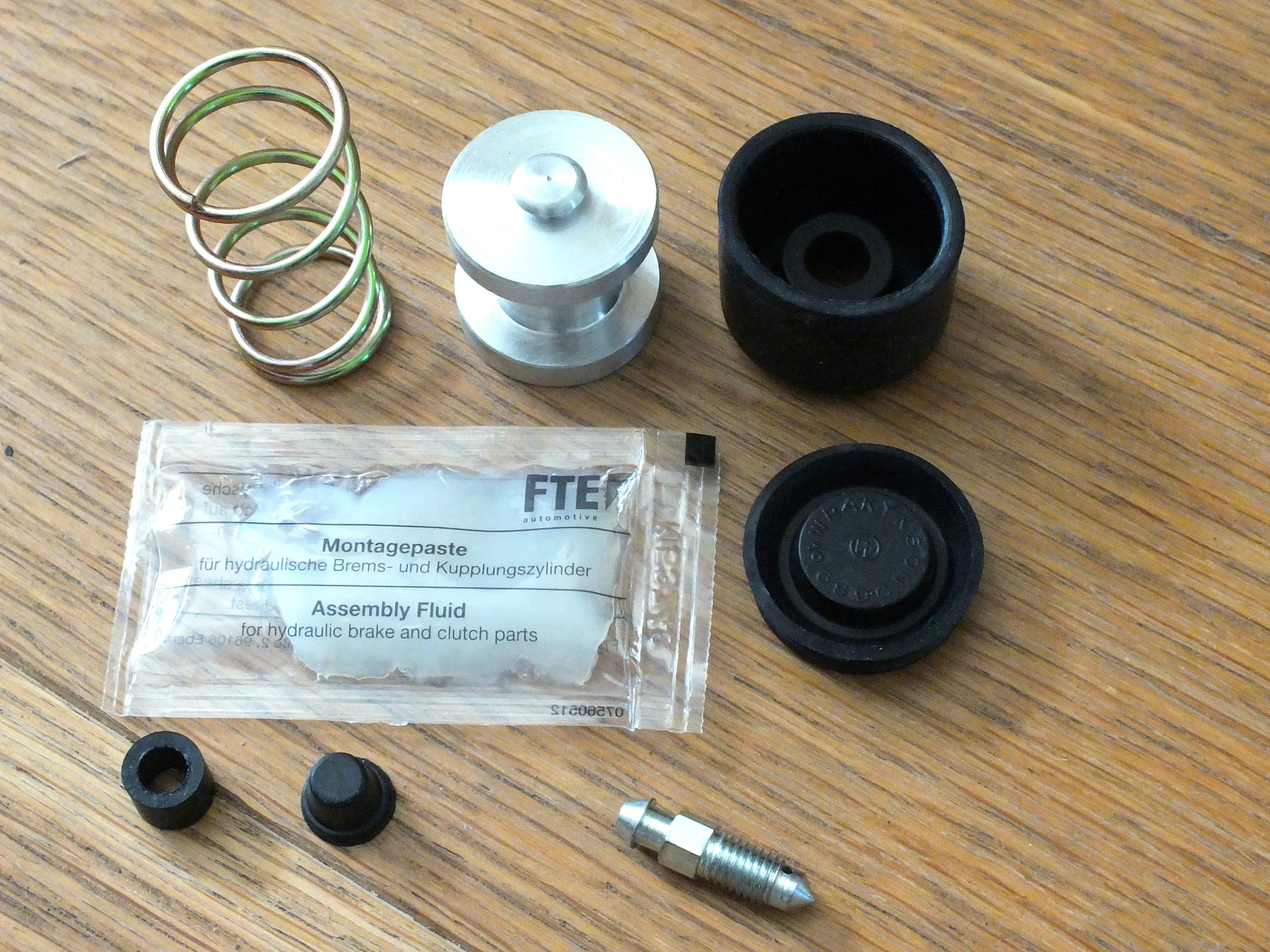Murena 2.2 Clutch Slave Repair Kit with Piston 10026B