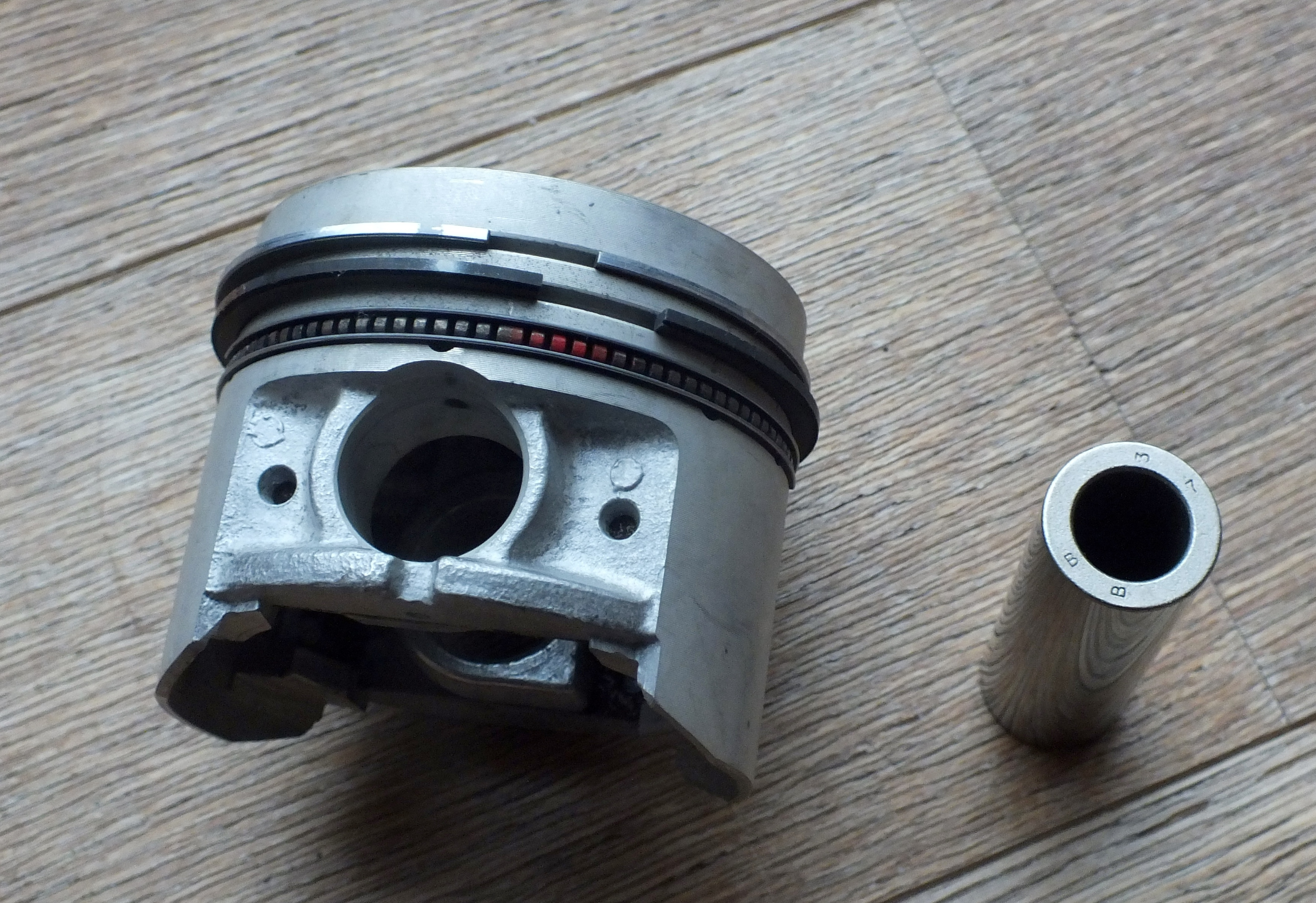 Pistons for 1442 Engine +0.80 Oversize 24157