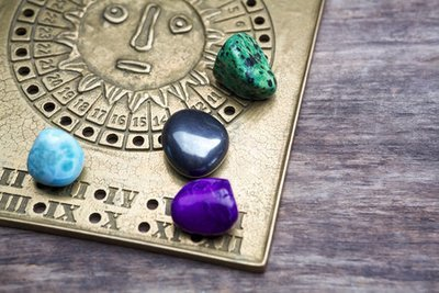 10/17/2019 - Gemstone Divination with Lady Raven (IN-STORE ONLY!)