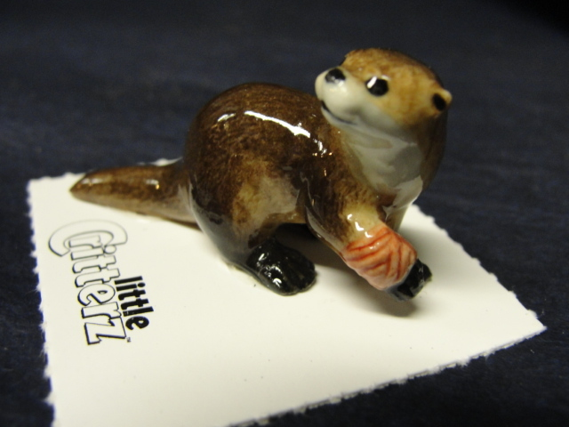 Otter Bandaged Rescue Porcelain Figurine Little Critterz FAC-LC611