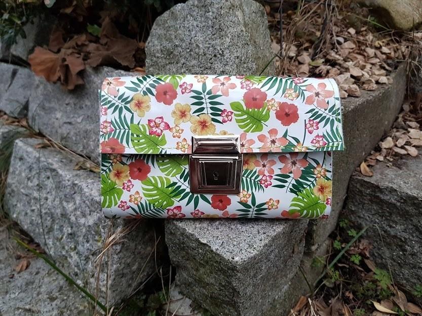 KUHIE®, Ledergeldbörse / Clutch mit Blumen