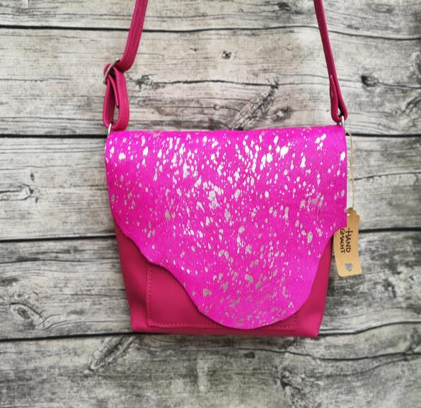 "Kuhfelltasche ""Mia"" die Cross-Body-Bag in pink"