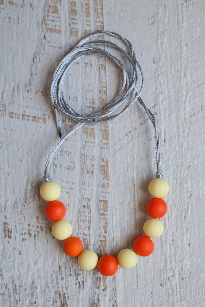 Слингобусы  апельсин с силиконовыми бусинами