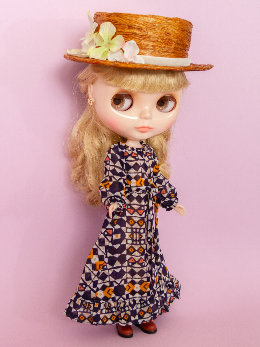 Flouncy Maxi Dress for Neo Blythe: Abstract print