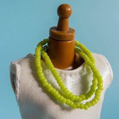 Long strung bead necklace: Apple green