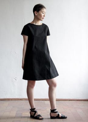 fa42923026e Базовое черное платье с коротким рукавом