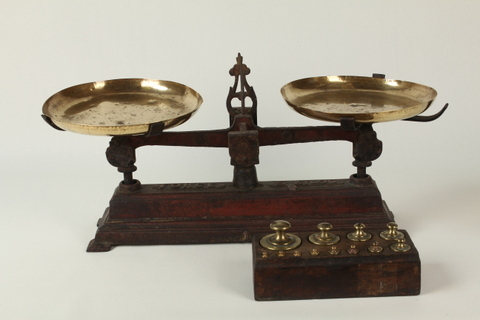 Scale with full set of weights 0166