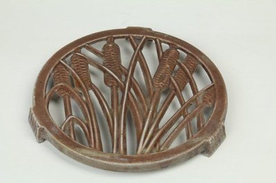 0059 Trivet with Ear of Wheat Design