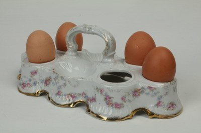 0062 Porcelain egg stand for 6 eggs and salt & pepper