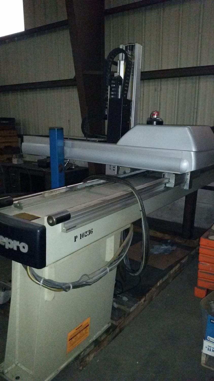 Sepro Plastic Injection Molding Machine Robot For Sale