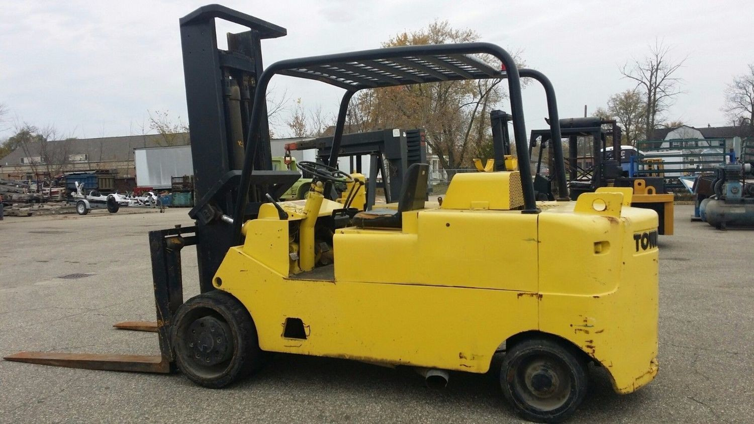 25,000lb CAT/Towmotor Forklift For Sale
