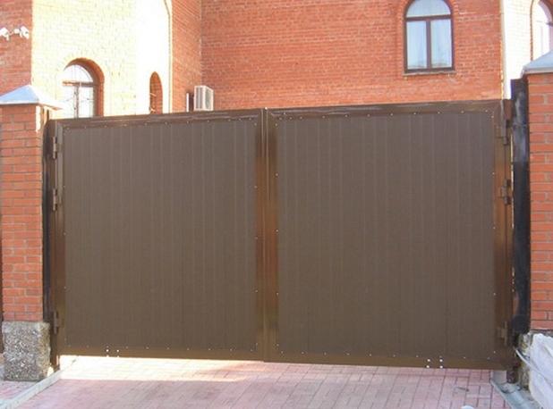 Распашные уличные ворота 4660х2200 коричневые 00090