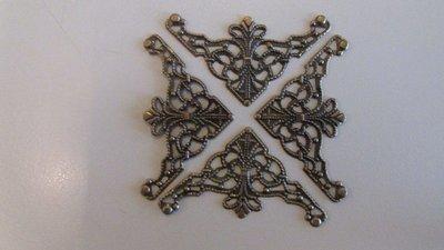 Bronze Filigree Triangle Corners x 4
