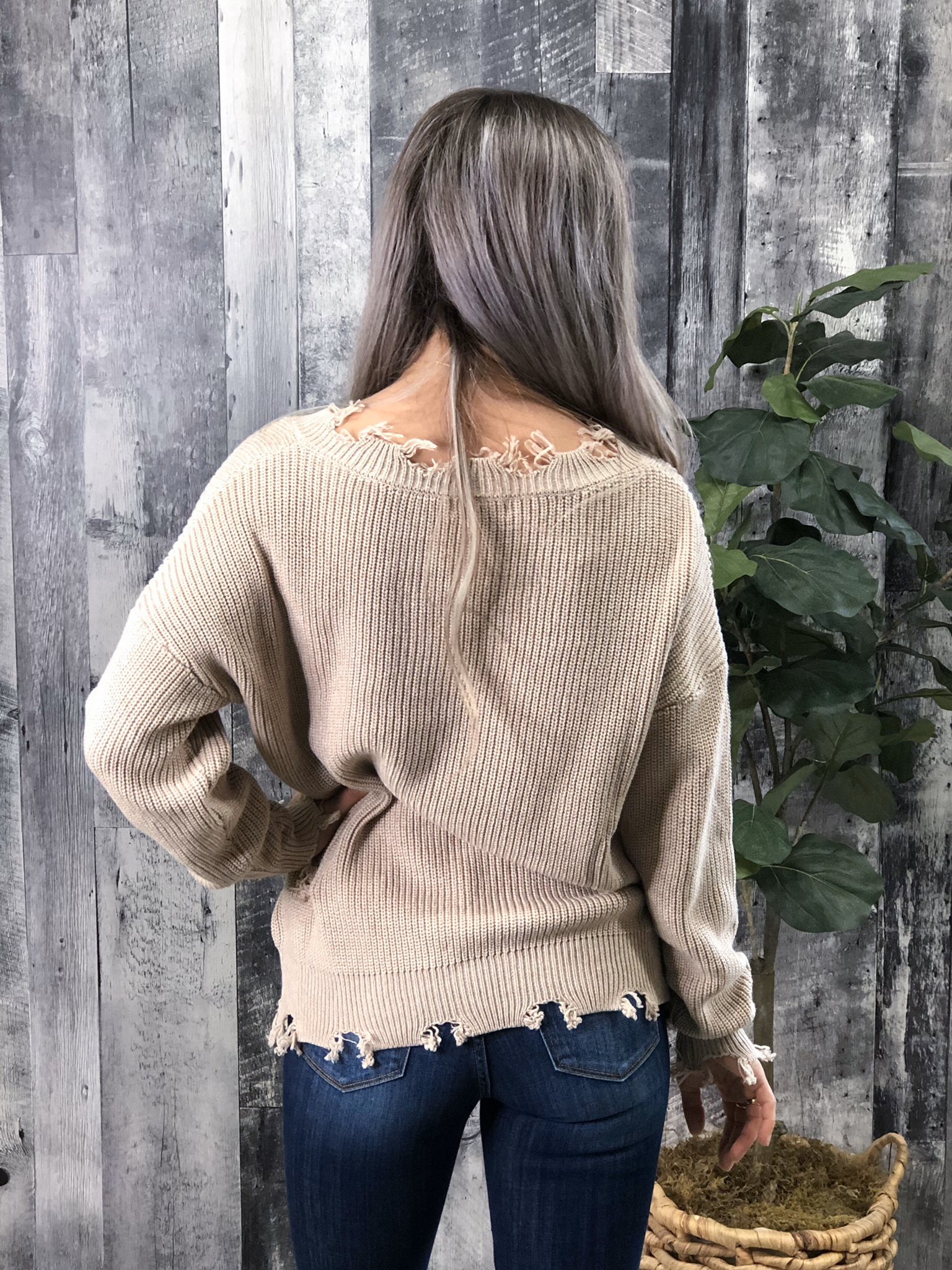 Cream V-neck Knit Sweater with frey detail