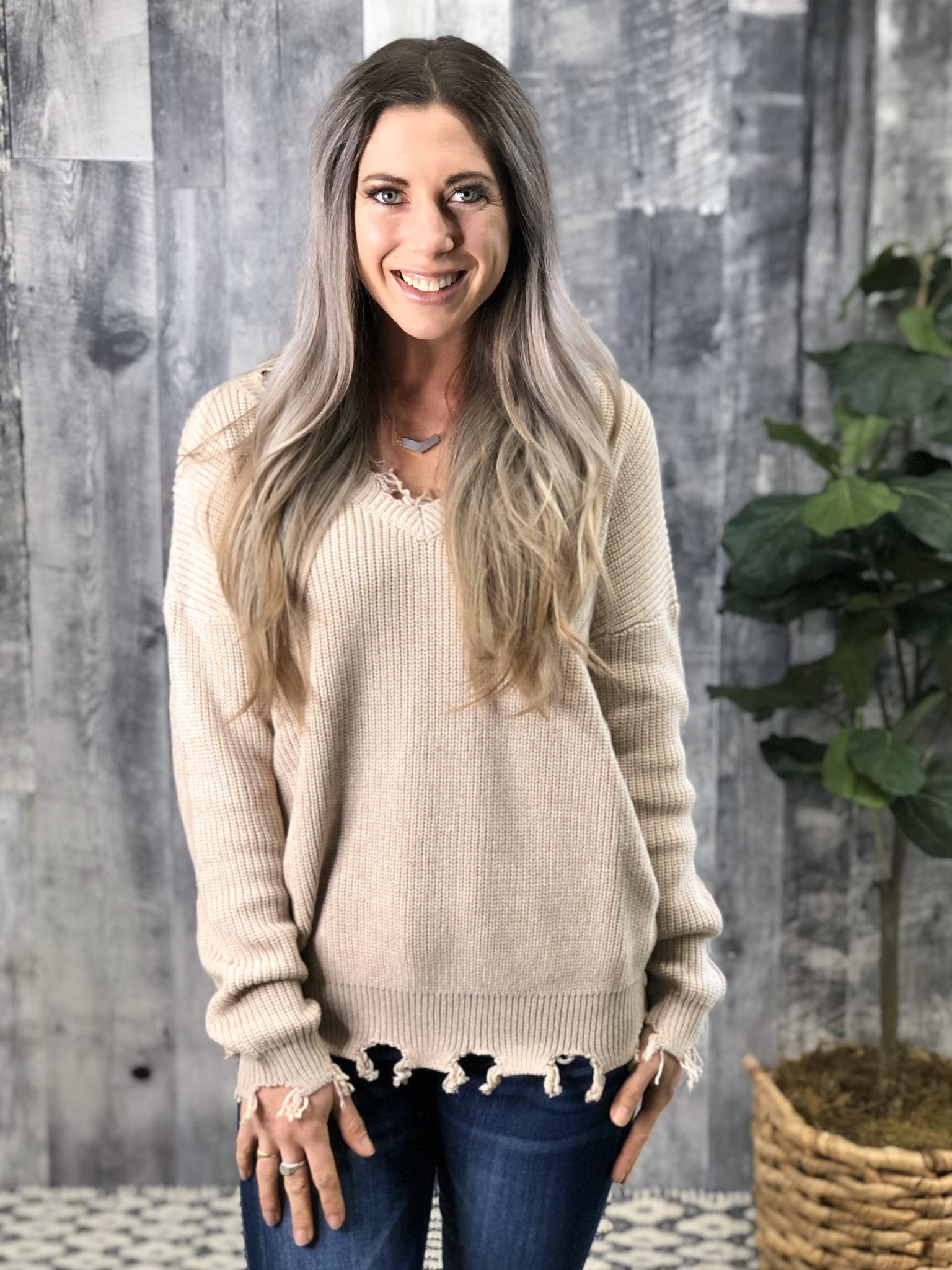 Cream V-neck Knit Sweater with frey detail 84049