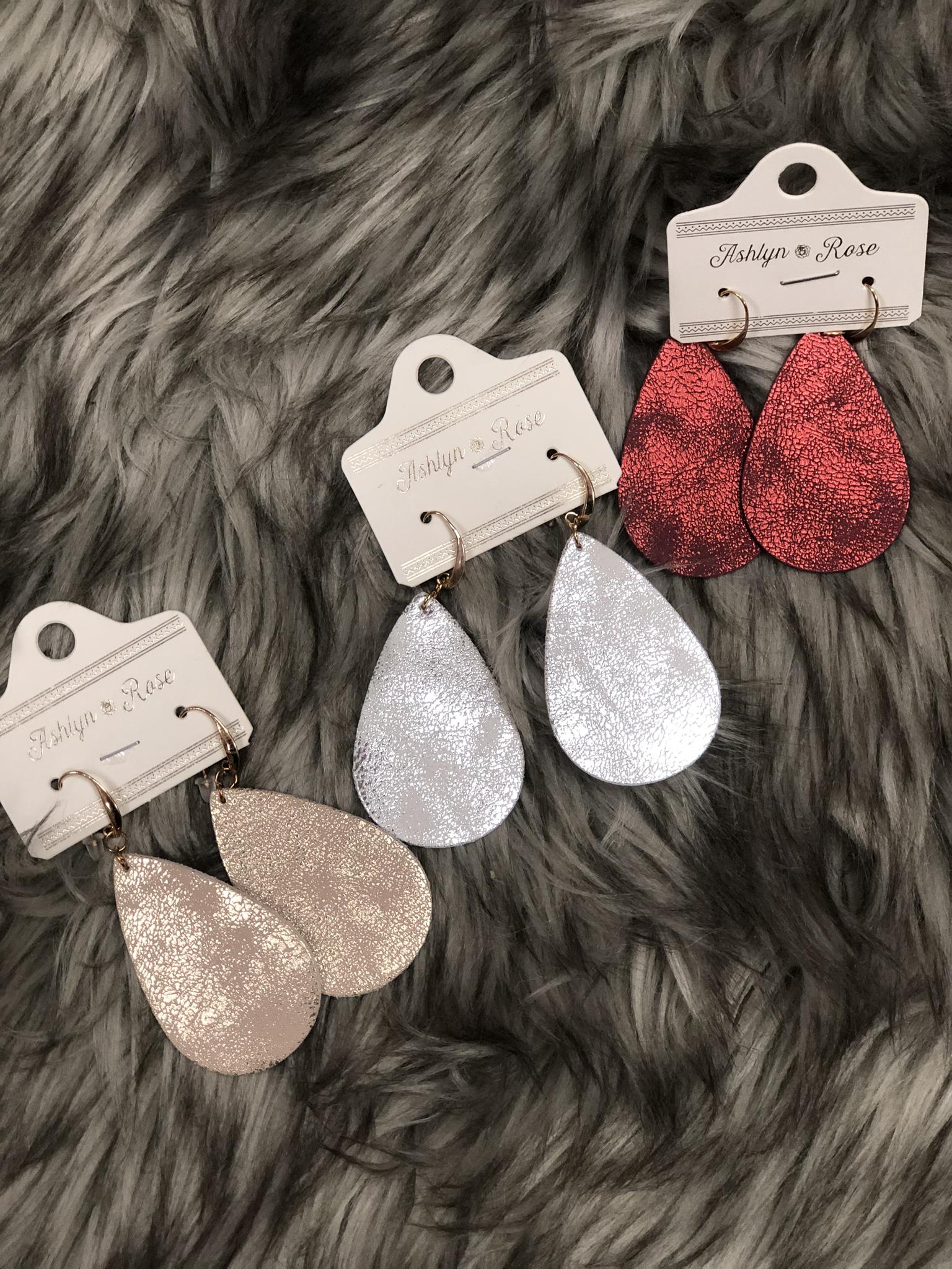 Metallic tear drop earrings 84305
