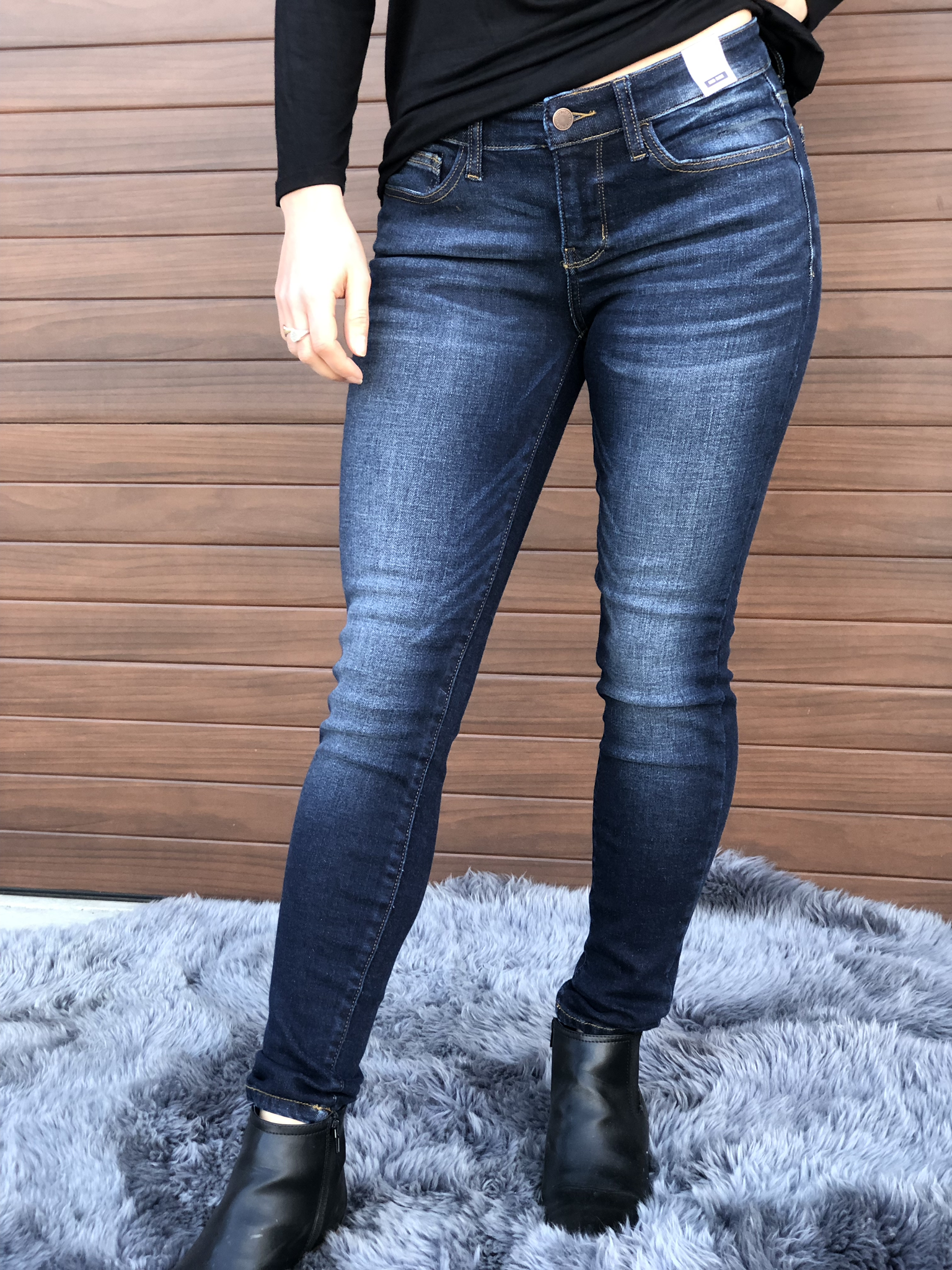 Judy Blue Dark Wash Distressed Jean Size 31 Only 81537